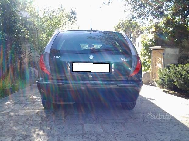 https://images.autouncle.com/it/car_images/3de8f283-1b73-48b7-8815-906778570fbb_lancia-lybra-2-4-jtd-150-cv-executive.jpg