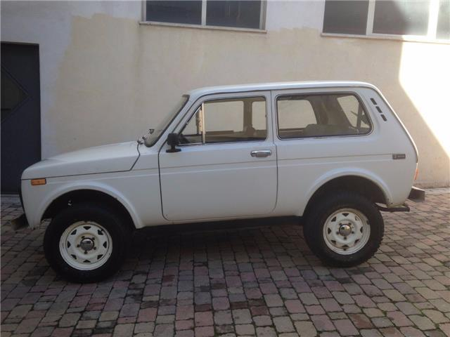 sold lada niva 1600 4x4 used cars for sale autouncle. Black Bedroom Furniture Sets. Home Design Ideas