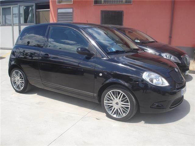 https://images.autouncle.com/it/car_images/41eeecbd-df2c-4994-ae05-301be54130cf_lancia-ypsilon-1-3-mjt-105-cv-sport-momodesign.jpg