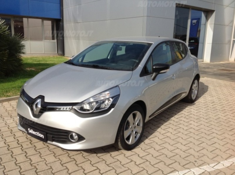 sold renault clio 1 2 75cv 5 porte used cars for sale autouncle. Black Bedroom Furniture Sets. Home Design Ideas