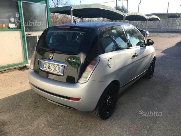 https://images.autouncle.com/it/car_images/4861dd5b-d976-40c4-ba06-82a7086cb842_lancia-ypsilon-momo-design-1300-diesel-2005.jpg