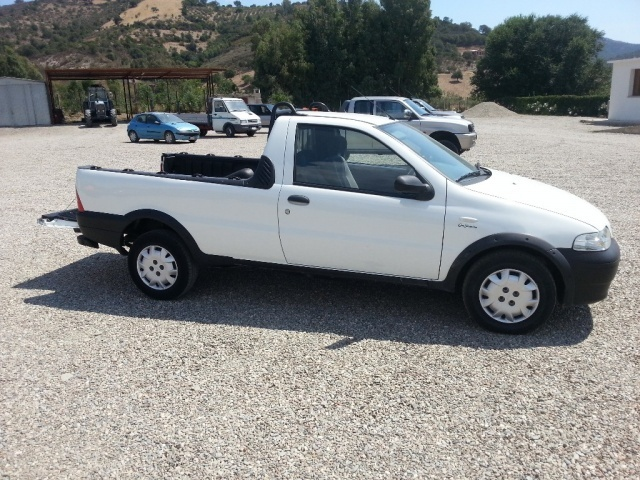 usato 1 9 jtd pick up fiat strada 2005 km in tertenia nu. Black Bedroom Furniture Sets. Home Design Ideas