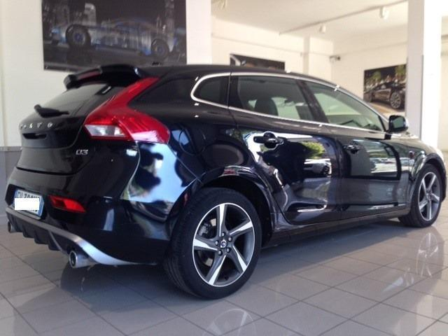 sold volvo v40 d3 r design momentu used cars for sale. Black Bedroom Furniture Sets. Home Design Ideas
