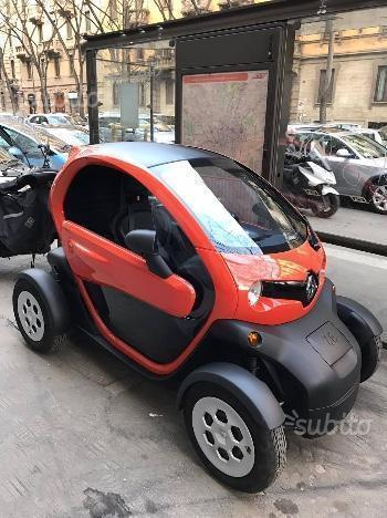 sold renault twizy life 45 red 2 used cars for sale. Black Bedroom Furniture Sets. Home Design Ideas
