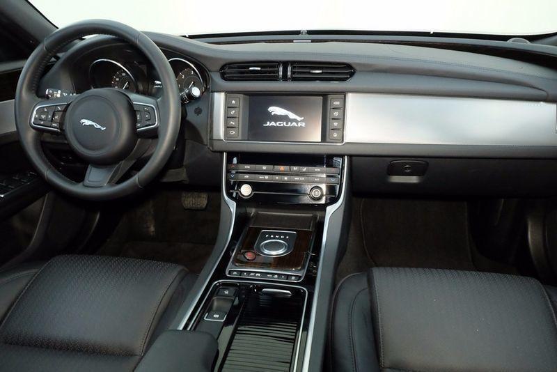 xf compra jaguar xf usate 852 auto in vendita autouncle. Black Bedroom Furniture Sets. Home Design Ideas