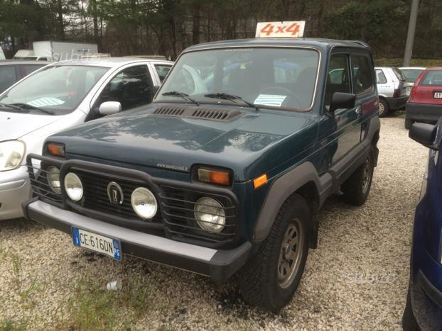 sold lada niva 4x4 gpl used cars for sale autouncle. Black Bedroom Furniture Sets. Home Design Ideas