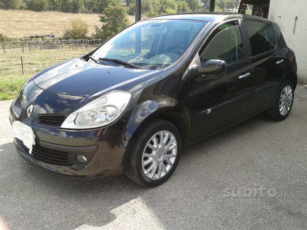 usato 1 2 16v 5 porte le iene renault clio 2008 km in barletta bt. Black Bedroom Furniture Sets. Home Design Ideas