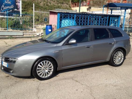 usato 1 9 jtdm 150cv sportwagon distinctive q tronic alfa romeo 159 2006 km in napoli. Black Bedroom Furniture Sets. Home Design Ideas