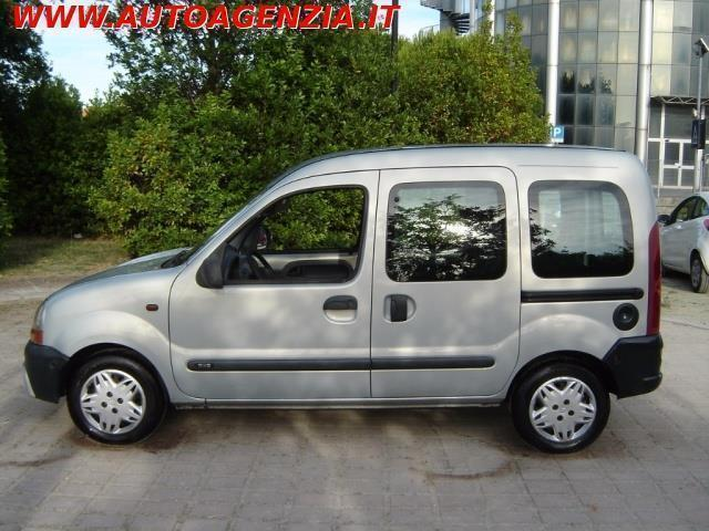 usato 1 9 diesel rxe renault kangoo 2001 km in brindisi br. Black Bedroom Furniture Sets. Home Design Ideas