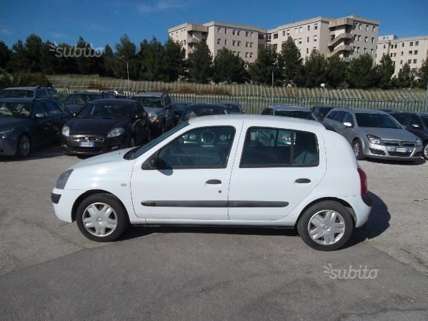 sold renault clio 1 5 dci 65 cv used cars for sale autouncle. Black Bedroom Furniture Sets. Home Design Ideas