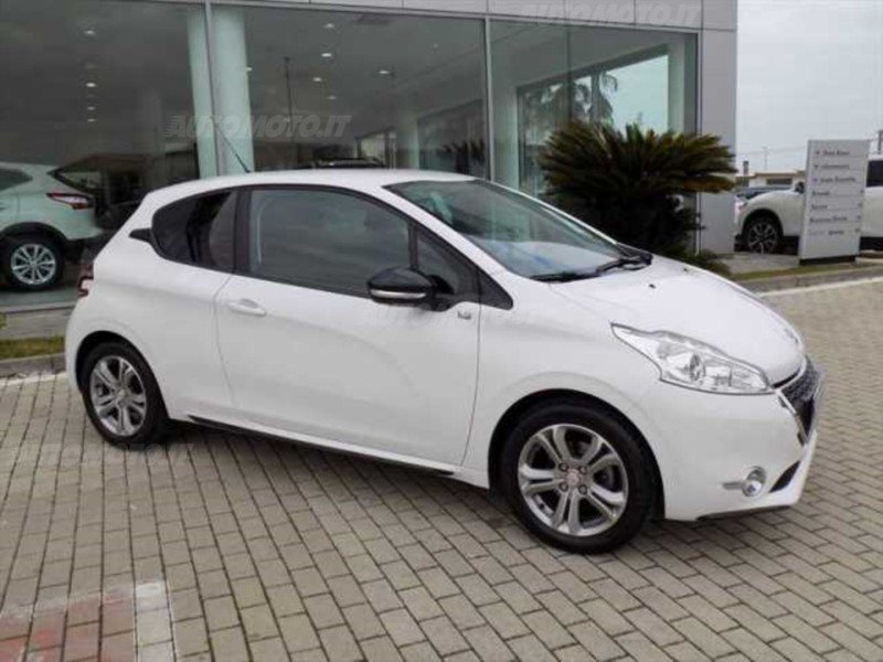 sold peugeot 208 1 2 vti 82 cv 3 p used cars for sale autouncle. Black Bedroom Furniture Sets. Home Design Ideas