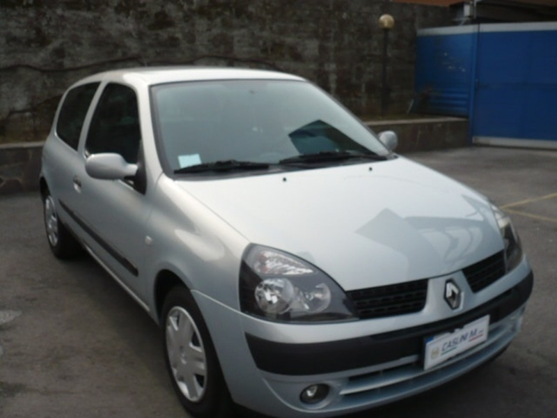 sold renault clio ii 1 2 16v cat 3 used cars for sale autouncle. Black Bedroom Furniture Sets. Home Design Ideas