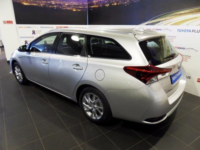sold toyota auris 1 8 hybrid active used cars for sale. Black Bedroom Furniture Sets. Home Design Ideas