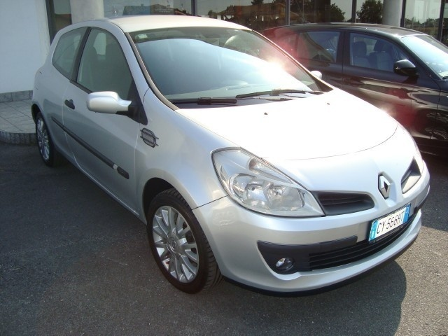 sold renault clio 1 4 5 porte rt used cars for sale autouncle. Black Bedroom Furniture Sets. Home Design Ideas