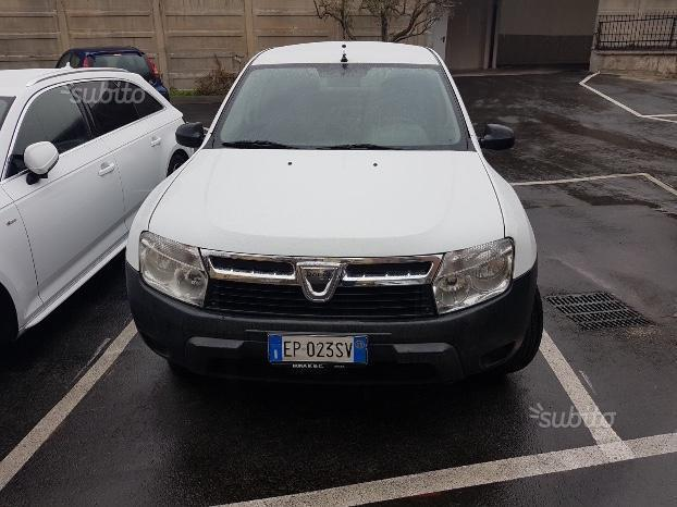 sold dacia duster 2013 gpl euro 5 used cars for sale autouncle. Black Bedroom Furniture Sets. Home Design Ideas