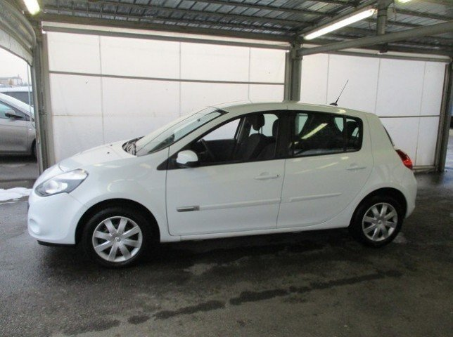sold renault clio dynamique 1 5 d used cars for sale autouncle. Black Bedroom Furniture Sets. Home Design Ideas