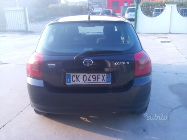usato 2 0 tdi d 4d 3 porte sol toyota corolla 2003 km in torino to. Black Bedroom Furniture Sets. Home Design Ideas