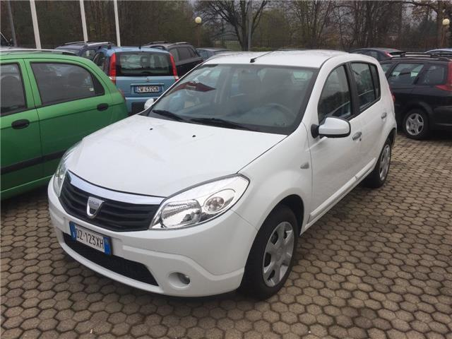 sold dacia sandero 1 4 8v gpl laur used cars for sale autouncle. Black Bedroom Furniture Sets. Home Design Ideas