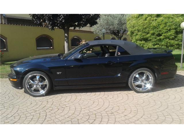 venduto ford mustang gt cabrio auto usate in vendita. Black Bedroom Furniture Sets. Home Design Ideas