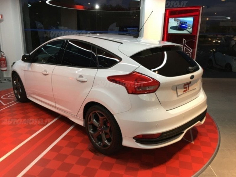 venduto ford focus 2 0 tdci 185 cv st
