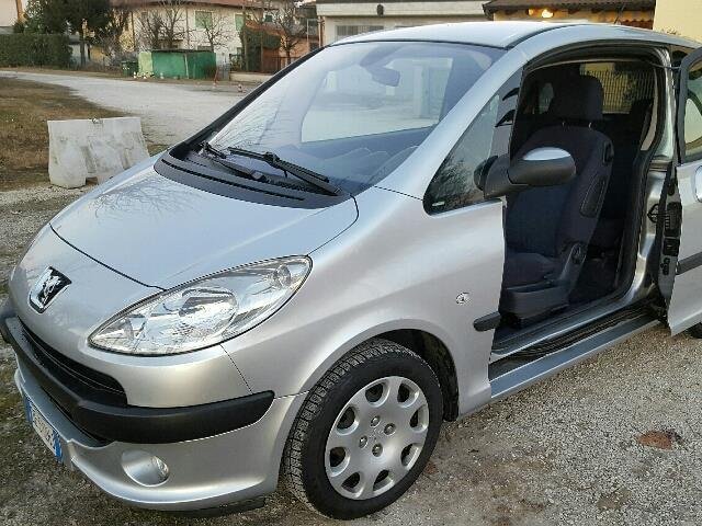 sold peugeot 1007 1 4 trendy gpl used cars for sale autouncle. Black Bedroom Furniture Sets. Home Design Ideas