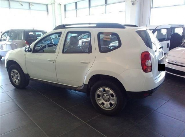 sold dacia duster 1 6 4x4 gpl laur used cars for sale autouncle. Black Bedroom Furniture Sets. Home Design Ideas