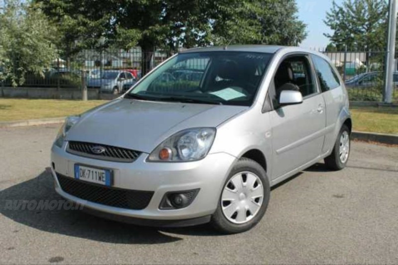 usato fiesta 1 4 tdci 3p ghia anno 2007 ford fiesta 2007 km in napoli. Black Bedroom Furniture Sets. Home Design Ideas