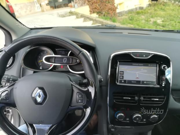 sold renault clio iv 90cv used cars for sale autouncle. Black Bedroom Furniture Sets. Home Design Ideas