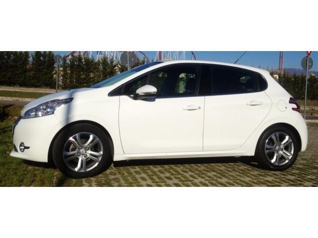 sold peugeot 208 120 vti allure used cars for sale autouncle. Black Bedroom Furniture Sets. Home Design Ideas