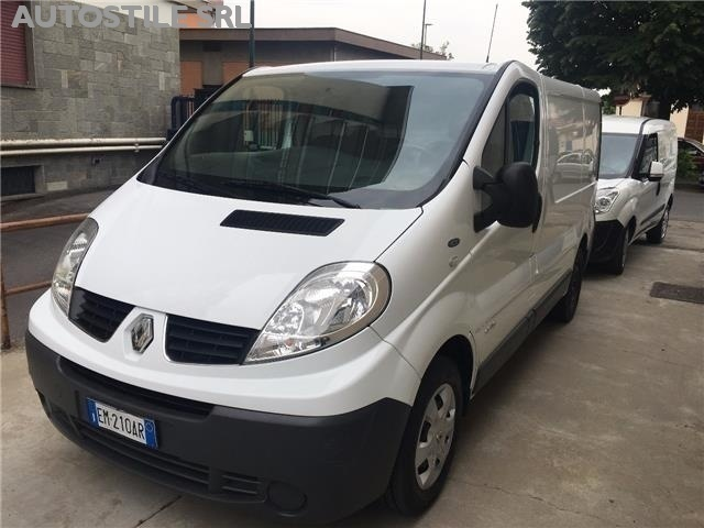sold renault trafic 2 0 dci 115 cv used cars for sale autouncle. Black Bedroom Furniture Sets. Home Design Ideas