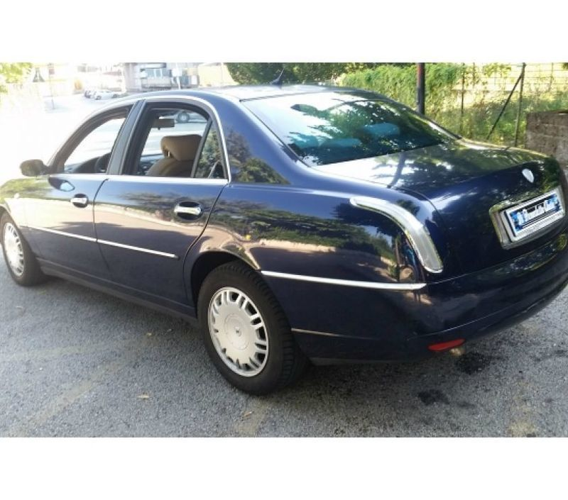 thesis lancia prezzo The lancia thesis 24 20v, is an interesting car because it offers satisfactory power and speed levels, all the brio required for vigorous take-off and pick-up and the ability to cover around 12 kilometres out of town on a litre of fuel.