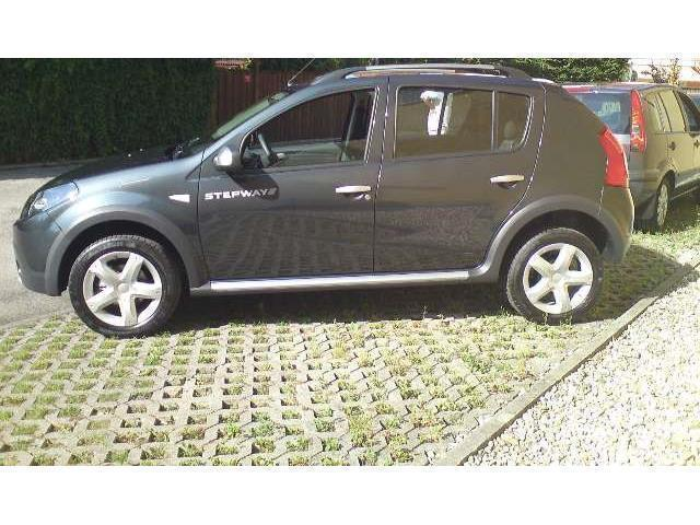 sold dacia sandero 1 4 8v gpl used cars for sale autouncle. Black Bedroom Furniture Sets. Home Design Ideas