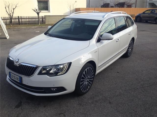 usato combi 2 0 tdi green tec 4x4 dsg l skoda superb 2014 km in burgstall. Black Bedroom Furniture Sets. Home Design Ideas