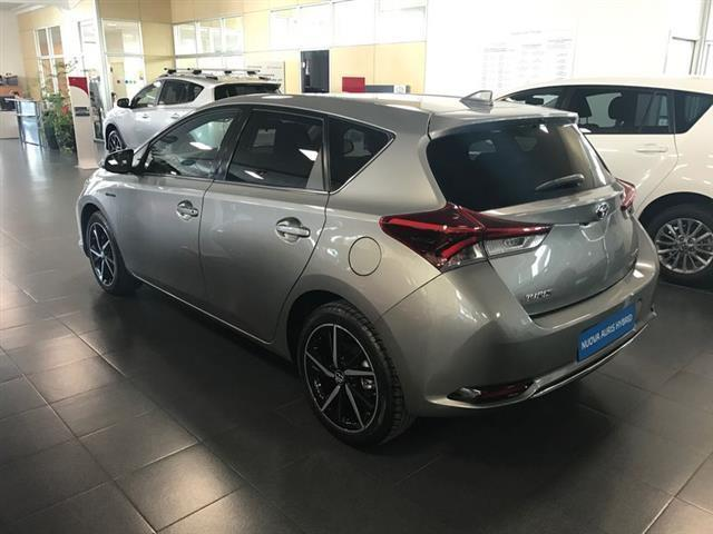 sold toyota auris 1 8 hybrid activ used cars for sale autouncle. Black Bedroom Furniture Sets. Home Design Ideas