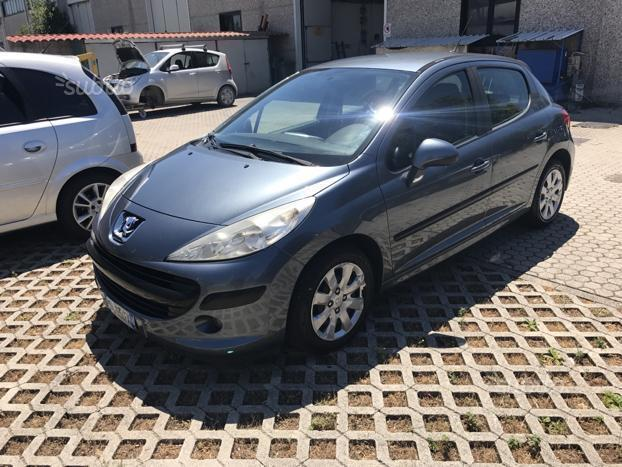 sold peugeot 207 1 4 hdi 70cv 5p used cars for sale. Black Bedroom Furniture Sets. Home Design Ideas
