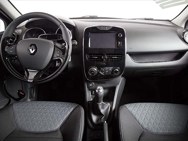 sold renault clio 1 2 zen live 75c used cars for sale autouncle. Black Bedroom Furniture Sets. Home Design Ideas
