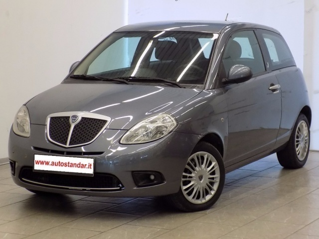 Sold lancia ypsilon 1 2 argento be used cars for sale autouncle - Lancia y diva 2010 ...