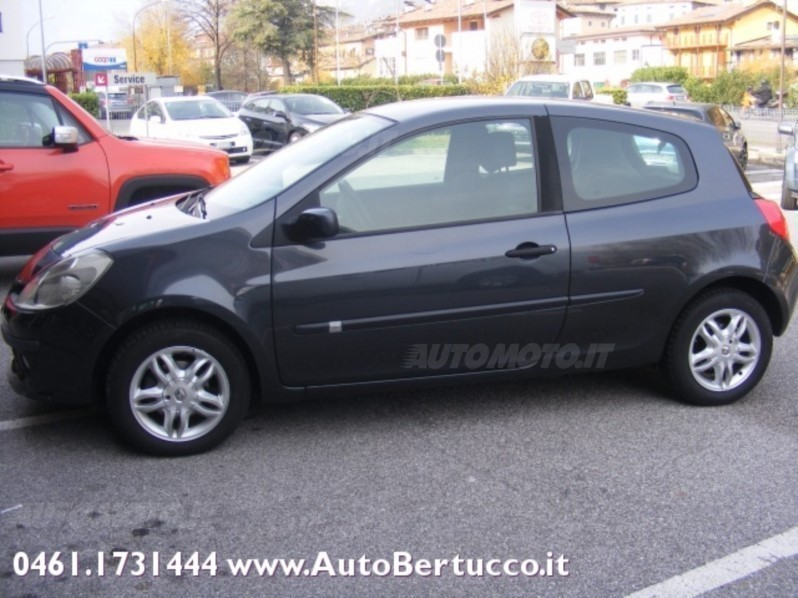 sold renault clio iii clio 1 4 16v used cars for sale autouncle. Black Bedroom Furniture Sets. Home Design Ideas