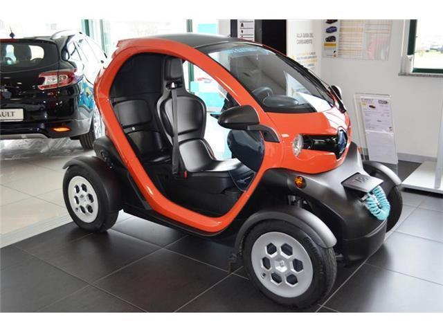 usato 80 momo design renault twizy 2012 km in guidonia montecel. Black Bedroom Furniture Sets. Home Design Ideas