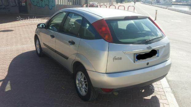 sold ford focus 1 serie 2001 1 used cars for sale autouncle. Black Bedroom Furniture Sets. Home Design Ideas