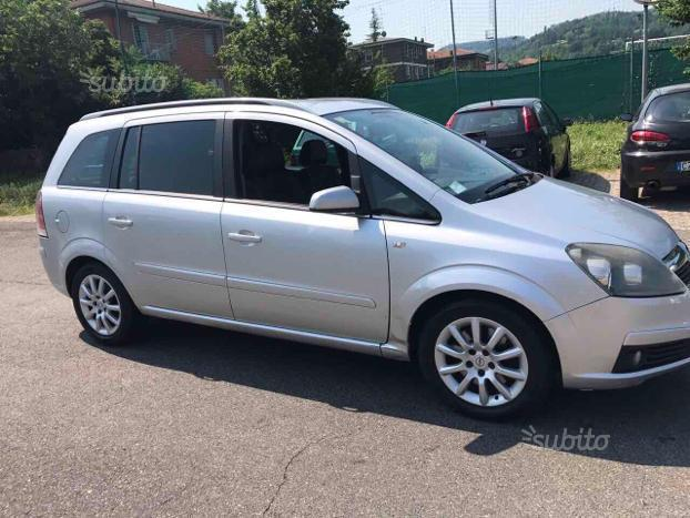 sold opel zafira 1 9 cdti 2006 used cars for sale autouncle. Black Bedroom Furniture Sets. Home Design Ideas