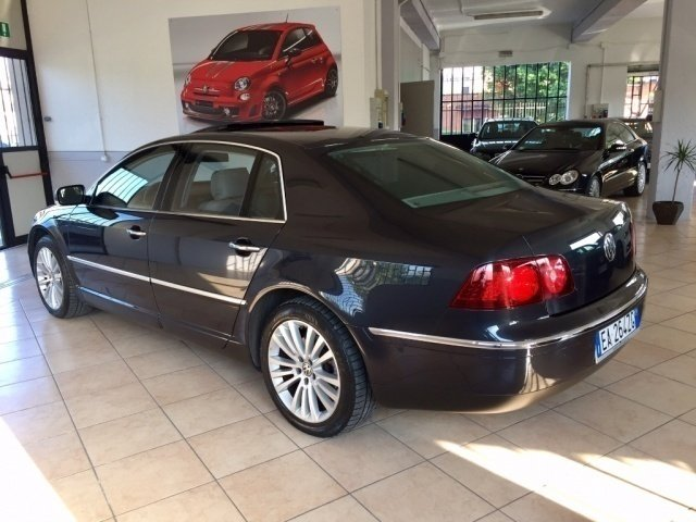 sold vw phaeton 3 0 240 v6 tdi dpf used cars for sale. Black Bedroom Furniture Sets. Home Design Ideas