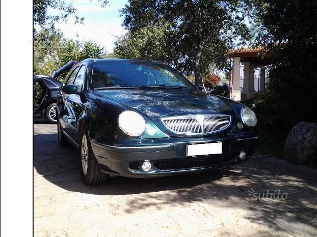 https://images.autouncle.com/it/car_images/b973afa6-2532-4dec-bf5b-fd035ab06dee_lancia-lybra-2-4-jtd-150-cv-executive.jpg