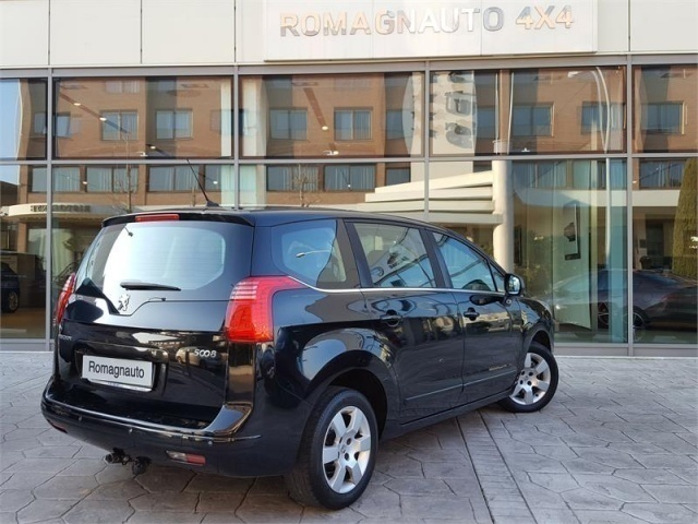sold peugeot 5008 1 6 hdi 112 cv a used cars for sale autouncle. Black Bedroom Furniture Sets. Home Design Ideas