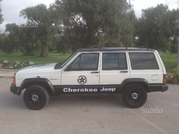 venduto jeep cherokee xj 2 1 td 4x4 a auto usate in vendita. Black Bedroom Furniture Sets. Home Design Ideas