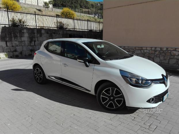 sold renault clio 4 39 serie 11 2013 used cars for sale. Black Bedroom Furniture Sets. Home Design Ideas