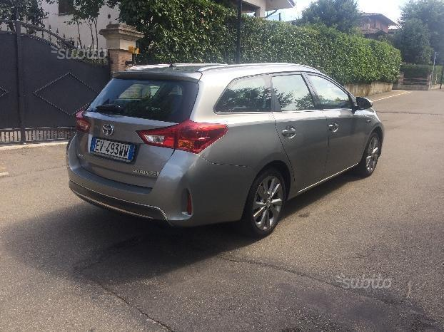 sold toyota auris hybrid station w used cars for sale autouncle. Black Bedroom Furniture Sets. Home Design Ideas