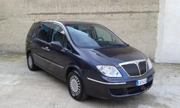 https://images.autouncle.com/it/car_images/c59a7d36-64fc-425c-baaa-c99d7e389649_lancia-phedra-7-posti-2002.jpg