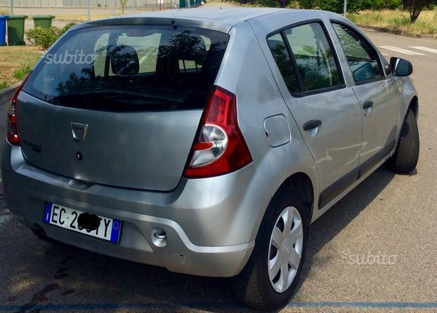 sold dacia sandero 1 4 gpl used cars for sale autouncle. Black Bedroom Furniture Sets. Home Design Ideas