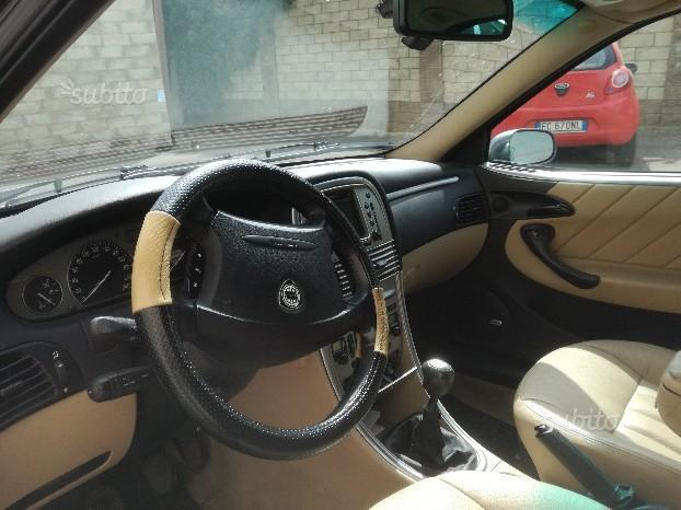 https://images.autouncle.com/it/car_images/c881274e-ebb0-4240-84c1-d6c2d1d582af_lancia-lybra-2-4-jtd-150-cv-cat-executive.jpg